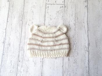 くまみみがとってもかわいいニットキャップです。 お子さま用に編んだり、プレゼントするのにもぴったりですね。
