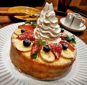 吉祥寺パルコには治一郎カフェもあり、ボリュームたっぷりの「治一郎のバウムドルチェ」やサンドイッチなどの軽食もあります。こちらも注目ですね。