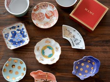 「amabro(アマブロ)」の人気シリーズの豆皿。江戸時代の柄の下絵を中心に復刻し、金彩などモダンなのエッセンスを加えたデザインは、お正月の食卓を彩ってくれます。デザイン違いで全種類揃えたくなりますね!