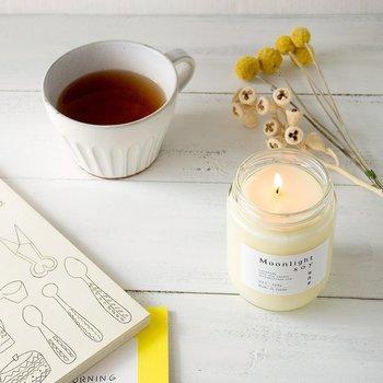 香りも光も優しいアロマキャンドルは眠りの味方です。  ※明かりをつけたままの入眠は、火事のおそれがありますので、十分お気をつけください。