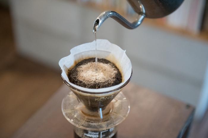 コーヒー類はこだわりのOBSCURA COFFEE ROASTER(三軒茶屋)の豆を使用、ハンドドリップで淹れています。その他、ビールやウイスキー、カクテルなどのラインナップも豊富です。