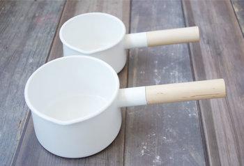 kaicoのミルクパンは、底にむかって少し広くなっていて、熱を受けやすく洗いやすさも考えられています。毎日使うものだから、ノンストレスで手に取れるのは何よりも嬉しいことですね。普通サイズとSサイズの2種類があります。