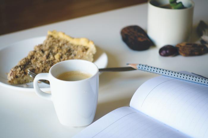 """開くたびに癒される、""""自分手帳""""の作り方・いいところを整理してまとめてみました。 自分らしくアレンジしながら素敵な手帳を作り上げていってくださいね。"""
