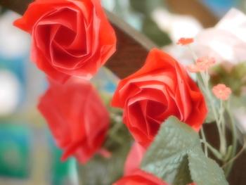 そんな折り紙を、暮らしにも取り入れてみるのはいかがでしょうか。季節のお花をお子様と一緒に折り紙で作り、飾って楽しむのも素敵ですよ*  折り紙のセットは、文房具やさんなどで100円程度で手に入るものもあります。慣れてきたら、折り紙で作りたい花を、和紙を使って折ってみるのも良いですね。  今回は、普段よく見かけるお花のかわいい折り紙レシピを集めてみました♪ 季節ごとに分けて紹介していきますので、ぜひ参考にしてみてくださいね。