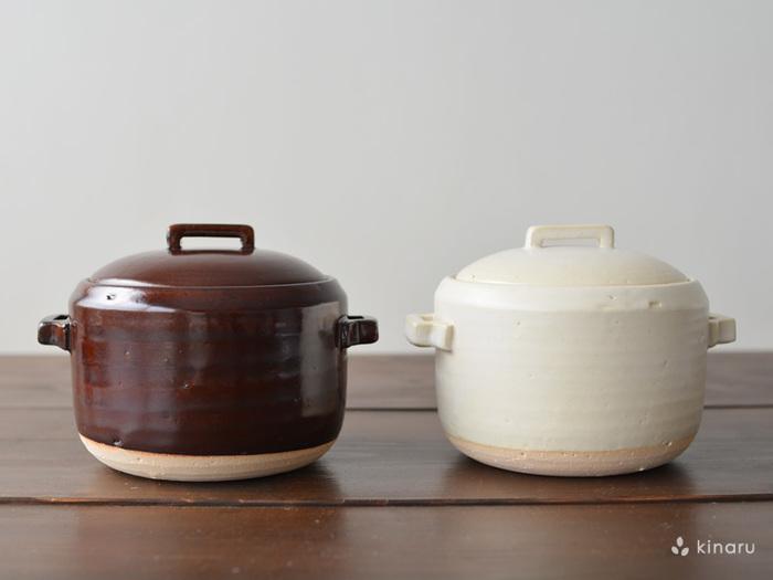 ご飯用土鍋は深型で高さがあるのが特徴です。ゆっくりと温度が上昇し、沸騰すれば高温で冷めにくいのでご飯がちょうど良い具合に蒸され、炊飯器では味わえないおいしさに。お米もしっかり立っています。
