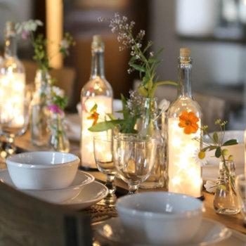 お料理と一緒にテーブルを明かりで飾るのもいいし、クリスマスやバースデーのデコレーションにも使えそう……何より、ガラスボトルの中で星が光るおしゃれなデザインにうっとりしてしまいます。特別な日だけでなく、毎日の暮らしに取り入れたい可愛らしさです。