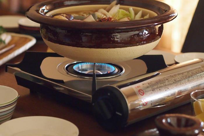 寒い冬の醍醐味と言えば、熱々の鍋料理を始めとした卓上クッキング。お料理ができていく過程が楽しめる卓上クッキングは、普段はもちろんのことおもてなしやパーティーでも活躍してくれるアイテムです。