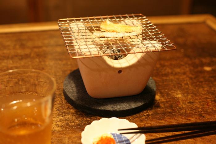 さらにコンパクトでおしゃれに卓上クッキングを楽しみたいなら、こんな七輪はいかが?小さな七輪で炭焼きを手軽に楽しめます。