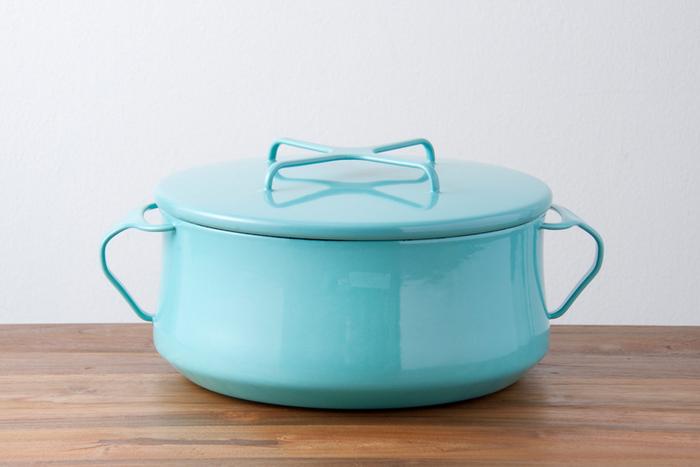 トマト鍋やカレー鍋など、洋風のお鍋の時はこんな琺瑯のお鍋もオシャレです。琺瑯が食材全体にむらなく熱を加えてくれます。