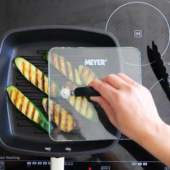 この付属の厚手のグリルプレスを使えば、焼き目も簡単に!こんがりと美味しく調理することができるんです。