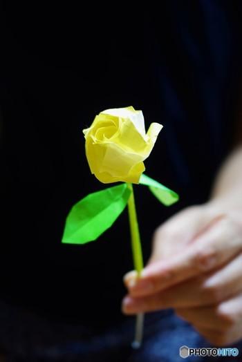お子様と折り紙で遊びながら、季節のお花を感じることができたら、素敵な思い出となりそうですね。出来上がった折り紙をどこに飾ろうか悩むのも、楽しいひとときとなります。ぜひ、試してみて下さい♪
