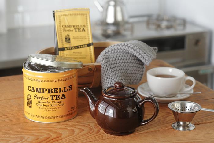 黄色の缶が古めかしくてとっても可愛い、アイルランドの紅茶。しっかりとしたコクと軽い渋みのあるアッサム種に近い味の紅茶はミルクをたっぷり注いでミルクティーや、スパイスをあわせてチャイにするのもおすすめです。