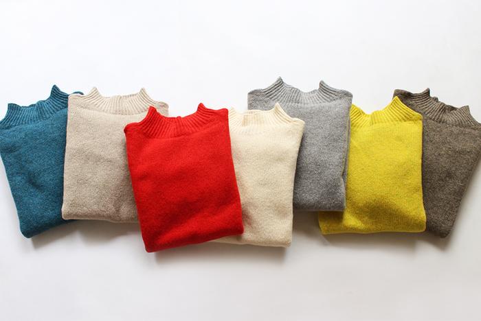 みなさんは洋服を選ぶとき、何を基準に選んでいますか?デザイン?それとも着回しやすさ?  実は洋服を選ぶうえで「色」も大切なポイントだったりします。パッと目に飛び込んでくる色で、第一印象も決まったりするほど。ここではカラー別におすすめコーデをご紹介します。なりたいイメージを思い浮かべながら参考にしてみてくださいね。