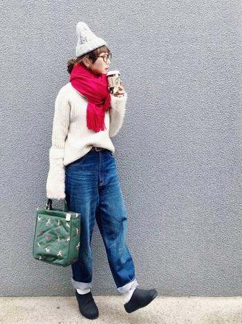 いかがでしたか?巻き方や色柄で、雰囲気が変わる冬の巻き物アイテム。シンプルなコーディネートにプラスするだけで、一気にオシャレ度がアップしますね。お気に入りの巻き物でぜひ冬の装いを楽しみましょう!