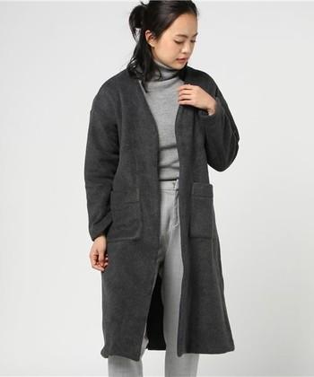 ロング丈のフリースコートは、カーディガン感覚でサッと羽織れます。ちょっとしたお買い物、お散歩にも役立ちますよ。