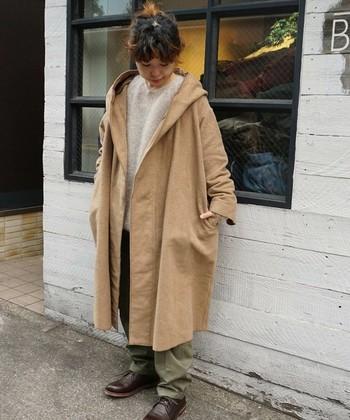 ビックサイズのロングコートはトレンド感のあるシルエットです。フリース素材は軽いので、アウターの重みで肩こりが起きてしまう心配もありません。