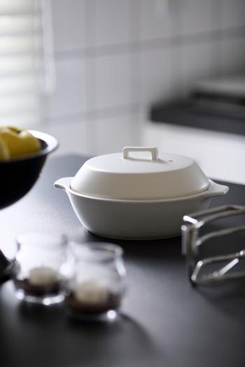 土鍋と言えば鍋料理やご飯を炊くイメージしかないかもしれませんが、鍋によっては焼き物ができるものも。意外と何でもオールマイティに作れて重宝します。