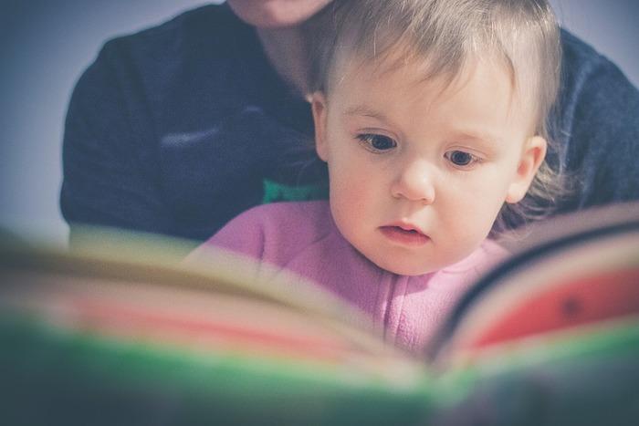 子供の頃に読んだ絵本を覚えていますか?素敵な絵本というのは、長く読み継がれていくものです。実は、大人になってから、同じ絵本を読み返してみると新しい発見があることも多いんですよ。