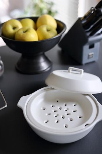 さらに、すのこがあれば余分な水分を落としてふっくら仕上がります。肉まんや小籠包もお家でプロの仕上がりに。セットになっている土鍋もありますが、別売りのものも。