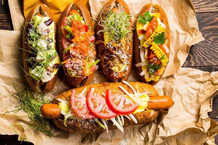 カジュアルなイメージを覆すようなフォトジェニックな「ホットドッグ」。野菜もたっぷりで、女性にもうれしい。