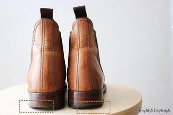 丈夫に作られたソールでも長い間にはすり減ってきます。購入したメーカーでリソール(ソールの修理)できるかどうか確認しておくと良いでしょう。靴によっては専門店での修理がむずかしい作りの靴もありますよ。腕の良い修理屋さんを見つけておくのも良いでしょう。