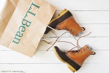 約100年もの間多くの人に愛されてきた防水ブーツです。雨はもちろん水分を多く含むベチャっとした雪も、上質なフルグレイン・アッパーでシャットアウト。履きやすさにも定評がありますが、サイズは若干大きめです。