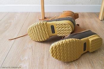 履き続けていくとどうしてもソールがすり減ってきますよね。L.L. Beanのビーンブーツは、リソールできる点が最大の魅力。靴屋さんでの修理だと素材が変わったりしますが、同素材できれいになるのが良いですね。