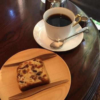 抽出方法は、香りが引き立つネルドリップ式。長年研究を行って辿り着いた自慢のモカコーヒーを一杯ずつ丁寧に淹れてくれます。コーヒーの命ともいわれる香りが、なんともいえないくつろぎをもたらしてくれますよ。