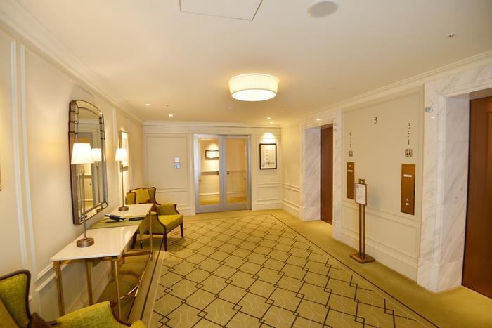 都内にはいくつものホテルが存在しますが、その中でも歴史ある瀟洒なクラシックホテルには、やはり1度は泊ってみたいと憧れちゃいますよね。どのホテルもアクセス良好で、ちょっとした気分転換や自分へのご褒美に滞在するのもいいですよね。では、都内にある魅力的なクラシックホテルをご紹介していきます。