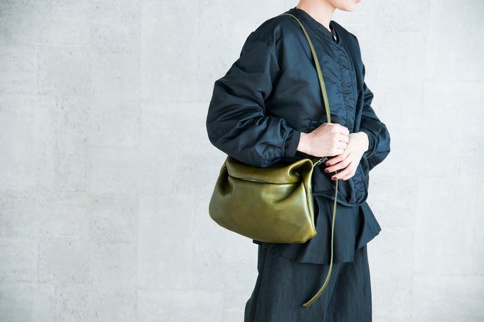 見たことのない新しい形。macromauro(マクロマウロ)の個性的なレザーバッグ。