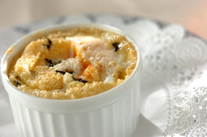 こちらは卵が主役のココットレシピ。ベーコンとチーズとの相性の良さはもうお馴染みですね♪グリルで焼くところも特徴です。お好みのこんがり加減を探してみましょう。