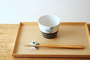 砥部焼 すこし屋は、愛媛県砥部町に伝わる「砥部焼」をベースに活躍する陶芸家・松田歩さんのブランド。