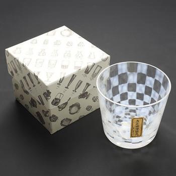 大正浪漫硝子は、ガラス容器を製造・販売する廣田硝子のブランド。廣田硝子は今から約110年前の明治32年に創業され、東京発祥の「江戸硝子」を代々受け継いできた老舗企業です。