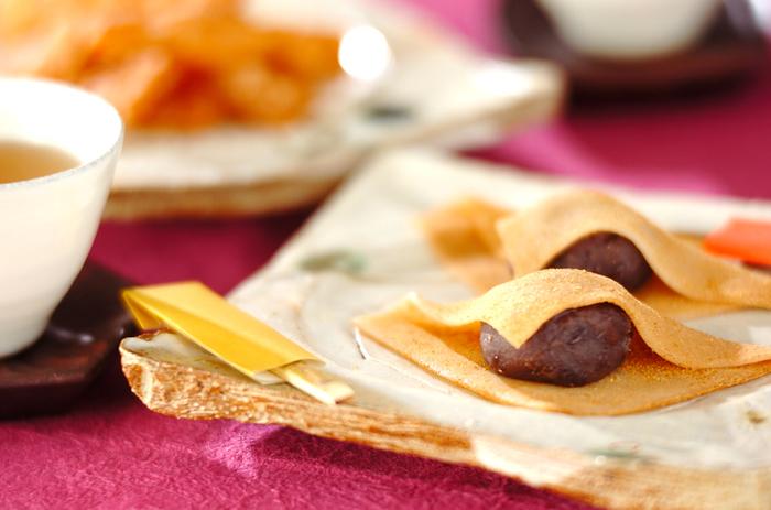 『生八つ橋&揚げ八つ橋』  あの京都の名菓「八つ橋」が、なんとレンジで簡単にできちゃいます。揚げるバージョンも食感が異なり楽しい♪