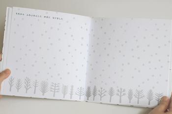 非常にシンプルなのに、大人を惹きつける魅力にあふれた絵本です。デザイン性が高い絵本は、贈り物にもおすすめです。
