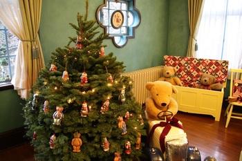 子ども部屋。大好きなテディベアと過ごすクリスマス。