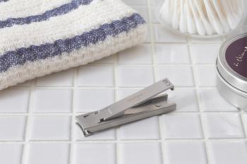 貝印のアメリカ支社が、ポケットナイフのブランドとして1970年代にスタートさせたのが「Kershaw(カーショー)」。厚さわずか3.5ミリの「MIMU(ミム)」という精巧な金属加工法が可能にした、世界最薄とも言われる爪切りです。