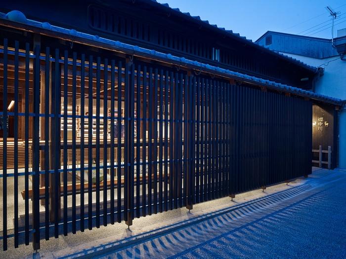 1716年に奈良で創業した「中川政七商店」にとってのゆかりの土地、奈良町には「中川政七商店」の店舗「遊 中川」の本店があります。厳かな趣の外観も特徴。