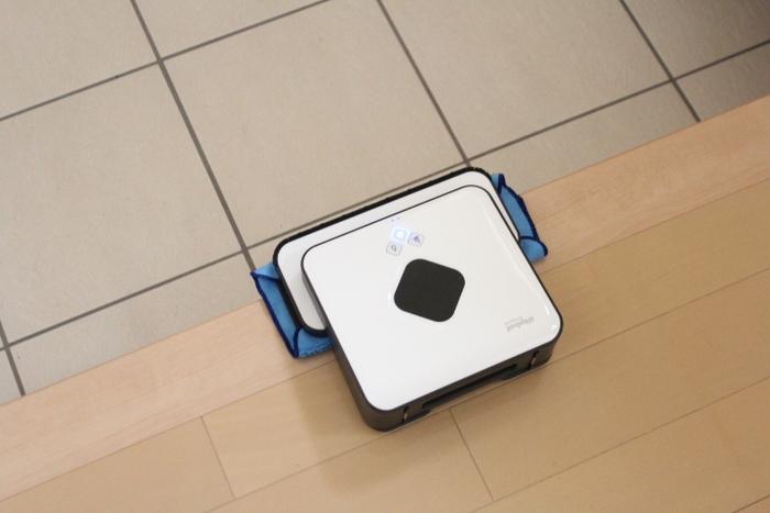 段差も感知する優れもの◎!節約するところとお金をかけるべきところを見極めるのが上手な人気ブロガーさんたちをお手本に、毎日の拭き掃除はお掃除ロボットに頼ってしまうのも、賢い選択かもしれませんね。