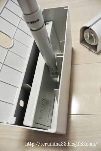別売りで収納用のケースがあるのもうれしい。無駄のないシンプルなデザインのケースに入れておけば、部屋の片隅に置いておいてもインテリアの邪魔になりません。