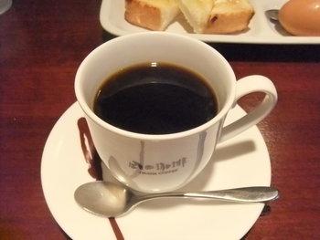 岡田珈琲に来たら、やっぱりコーヒーは欠かせません。オーダーが入ってから豆を挽いて、コーヒーを淹れてくれます。少し時間は掛かりますが、丁寧に淹れられたコーヒーは間違いない美味しさです。