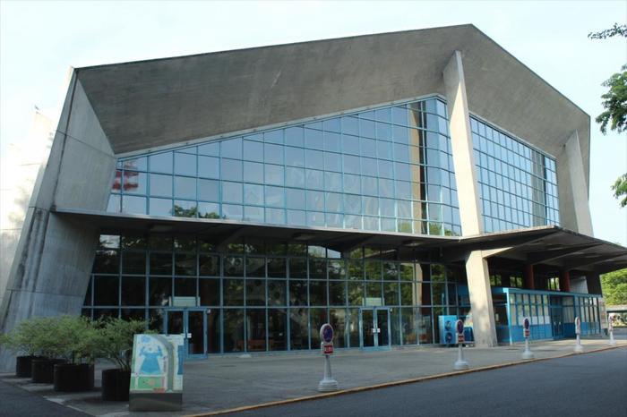 上記の建築家アントニン・レーモンドの建物に興味を持たれた方は、高崎駅西口から徒歩で10分の距離にある群馬音楽センターにも足を伸ばしてみてはいかがでしょうか。