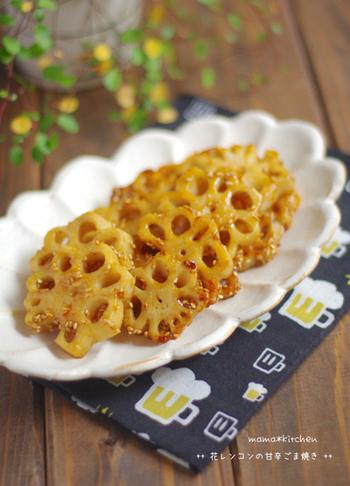 【花レンコンの照り焼き】 シンプルなレンコンの炒め物も、花レンコンにするだけで絵になります。レンコンは厚めに切ると、シャキシャキ感がたまらない美味しさに!