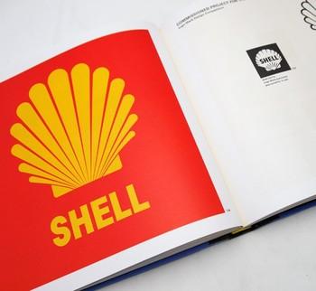 インパクトのある赤と黄色の配色が目を引く「シェル石油」のシンボルマーク。亀倉雄策さんはシェル石油をはじめ、誰もが見たことのある有名な企業ロゴ(CI)を数多く手掛けています。