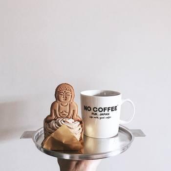 こちらはコンビニスイーツのモンブランに、鎌倉にある「KANNON COFFEE(カンノンコーヒー)」の大仏クッキーをトッピング。なんとも大胆でかわいらしいスイーツとなっていますね♪
