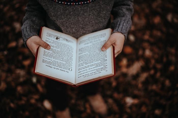 最近、本読んでいますか?仕事や家事に忙しかったりするとなかなか本を読む時間も心の余裕もないですよね。でも、「読書」は笑って泣いてドキドキして。サスペンスな展開に夢中になる本もあれば、気が付いたら気持ちがリラックスをしていたり、元気が出る本も...。