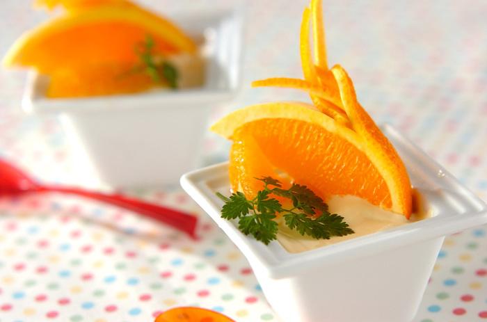 【オレンジの飾り切り】 オレンジは皮を飾り切りすると◎皮に切りこみを入れてずらしたり、結んだりといろんなアレンジを楽しんで♪