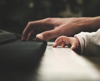 久しぶりに親にあった時、ずいぶん歳をとったように感じる瞬間はありませんか?記憶の中にある元気な親の姿というのは、あくまでも記憶の中だけのもの。昔と同じように力があってパワフルな「親」、ではもうないのです。