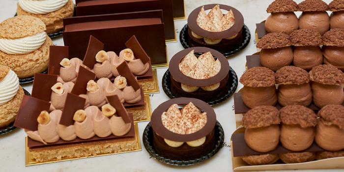 チョコレートだけでなく、チョコレートを使ったケーキやパンも販売しているんです♪持って帰るも良し、ゆっくりカフェで楽しんでいくも良しですよ~♪