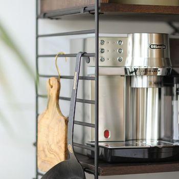 サイドのフレームにはキッチンで便利そうな引っ掛け収納ができるのも嬉しいポイント。あなたなら何を下げますか?